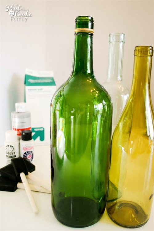 I love wine bottle crafts! This is a tutorial to make this beautiful and inexpensive diy wine bottle centerpiece. Perfect winter home decor!!