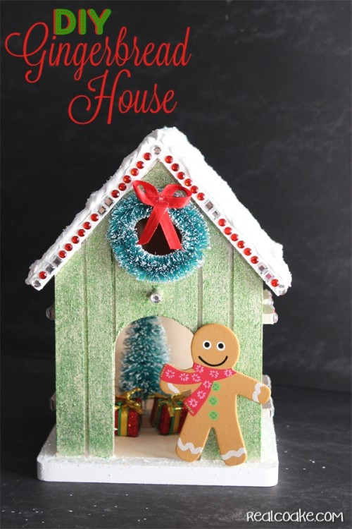Love this adorable DIY Gingerbread house! Must add this to my Christmas crafts...so stinkin cute!
