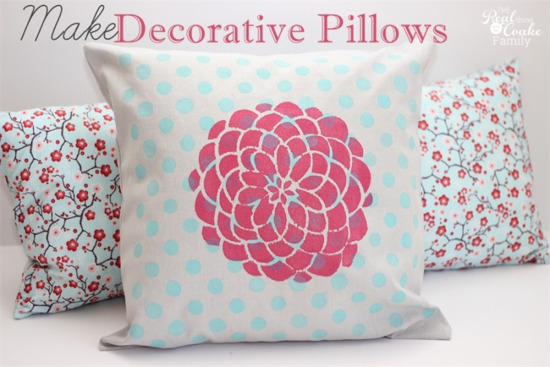 Tutorial on how to make a decorative pillow with fabric paint and stencils. #HomeDecor #Ad #TulipForYourHome #Pillows #RealCoake
