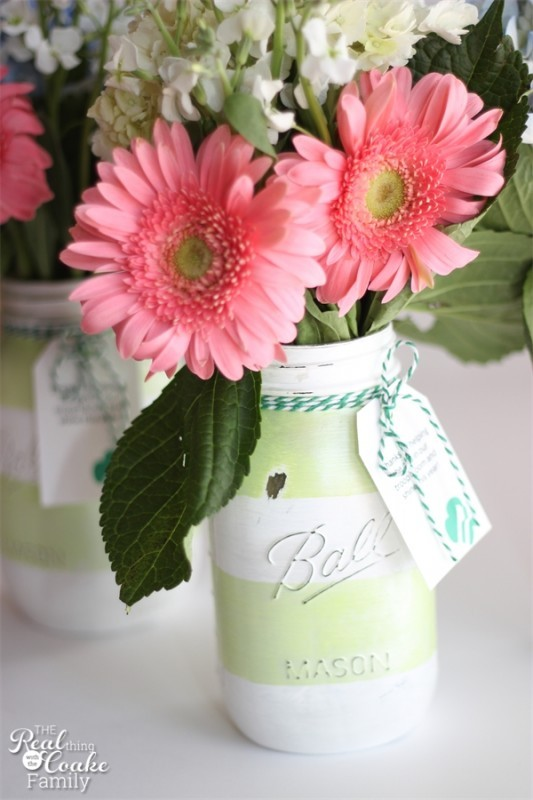 Love crafts that are great Gift Ideas! Make these gorgeous diy Mason jar vases. Add fresh flowers and a Thank You tag....awesome gift!