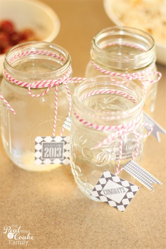 Quick, easy and cute graduation party ideas. #Grad #Graduation #Party #Ideas #RealCoake