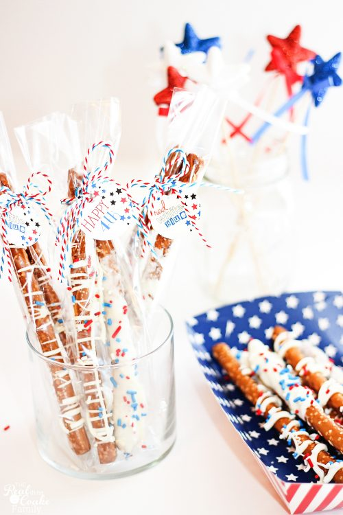 Of course fireworks are important on Independence Day, but I'm much more excited about a full-blown candy table. From a touch of magic to your table with the red, white, and blue desserts.
