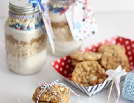 Adorable and Patriotic Oatmeal Cookie Recipe in a Mason Jar