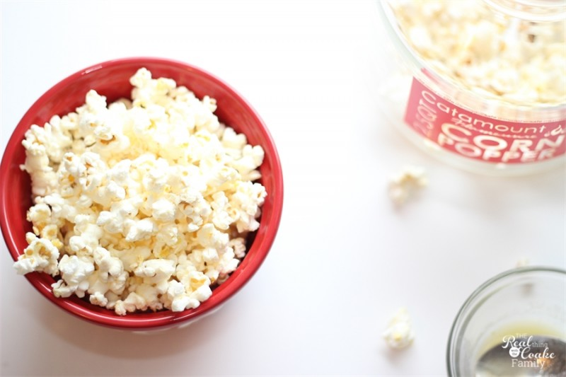 You've got to try this! All natural delicious homemade popcorn...made in the microwave.  #Recipe #Popcorn #Snack #RealCoake