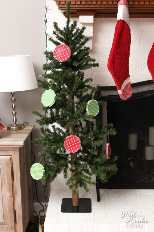 love these adorable diy christmas ornaments they look cute and i could make them with