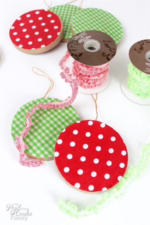 Love these adorable DIY Christmas Ornaments! They look cute and I could make them with any fabric and ribbon. Must make!