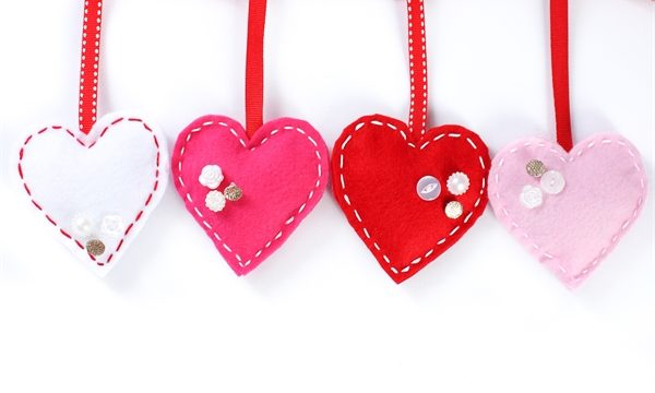 DIY Felt and Buttons Valentine's Day Garland