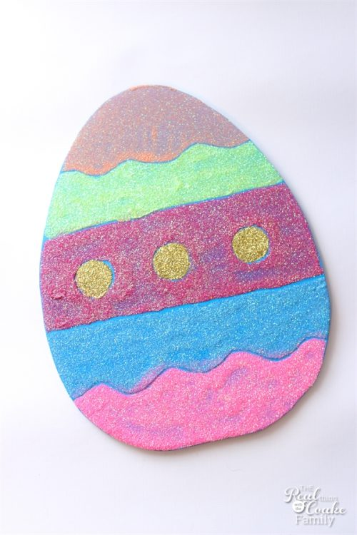 This is such a cute idea for Easter Wall Art. It would look cute on mantel or as great Easter crafts for the kids. Fun! Sponsored