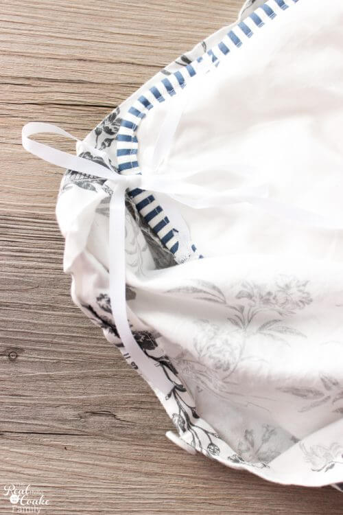 picture showing IKEA duvet covers and inserts tied together with this fix