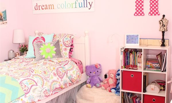 These are some great real Room Ideas for a teenage girl. I love all the diy and ways they added personality and fun into the space while making it a pretty teen girls bedroom.
