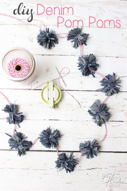 Adorable crafts like these denim Pom Poms just make me happy. Perfect diy for my home decor or cute gift wrapping ideas.