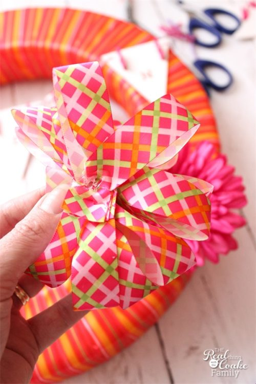 This is such cute laundry room wreath! It would brighten up my laundry room door. Looks like an easy DIY. Need to make this one.