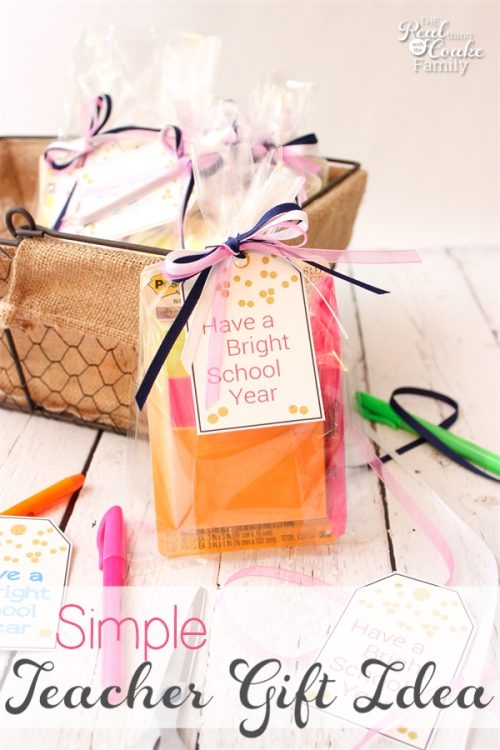 Such a simple and inexpensive Back to School teacher gift idea with a free printable. Perfect!