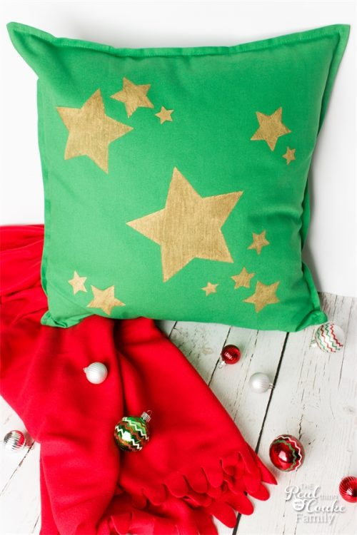 I love simple Christmas crafts - These Decorative Pillows are so quick, easy and inexpensive. I can customize them any way I want. Perfect for my Christmas Decorations!