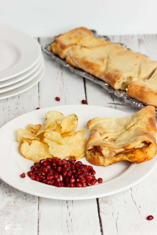 We love easy dinner recipes. Perfect for a busy weeknight. This is a delicious Southwest inspired Stromboli. Easy and Yummy!