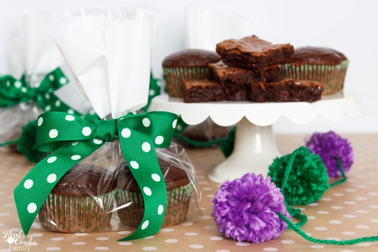 What a cute and simple gift. I love homemade gift ideas. Perfect for our Girl Scouts and Leaders or for teachers!