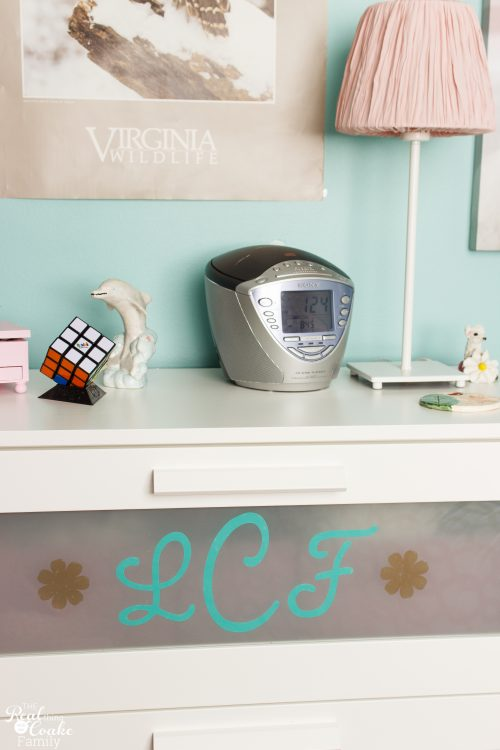 Love this DIY Dresser personalization. Super simple and easy IKEA dresser hack. Great way to add some fun to the kids bedrooms.