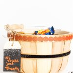 Simple DIY Halloween Treats Basket