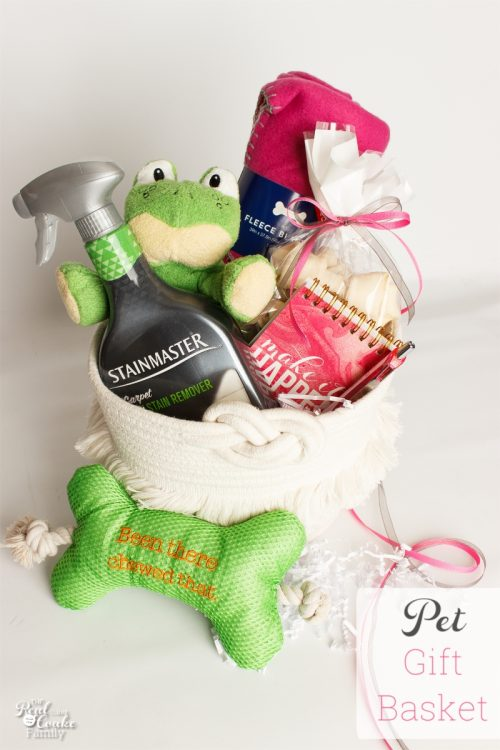 Such a cute Pet Gift Basket! Love the gifts and ideas to make this basket perfect for the doggies whether it be a new pet gift basket or a Christmas gift.