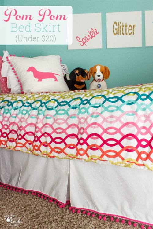 What a cute DIY bed skirt ! Simple, easy and inexpensive sewing project for the home to make an alternative for beds that can't have a traditional bed skirt.
