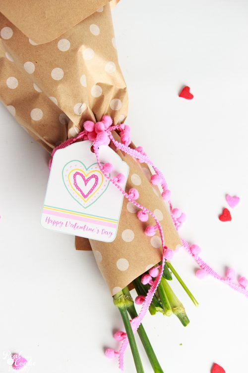 What a pretty DIY gift! There are really cute free printable gift tags for Valentine's Day, Teacher Appreciation, Get Well soon and more. Great ideas for diy gifts.