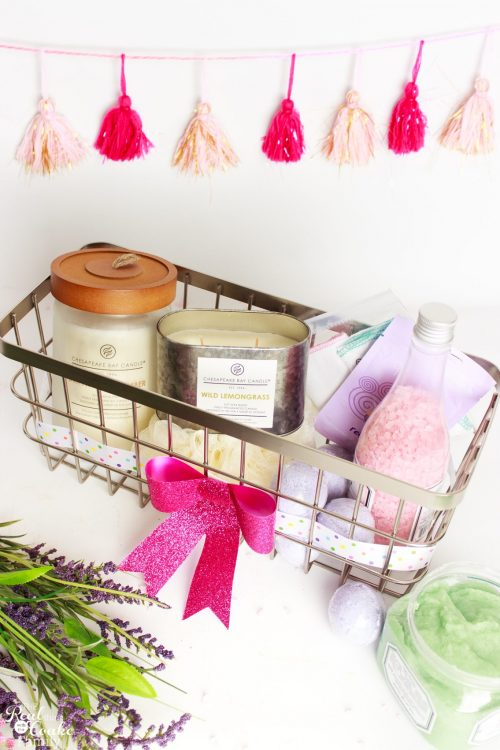 Love great DIY gift ideas for women and mom. This is a great mother's day gift idea to make a relaxing spa gift basket. Perfection!