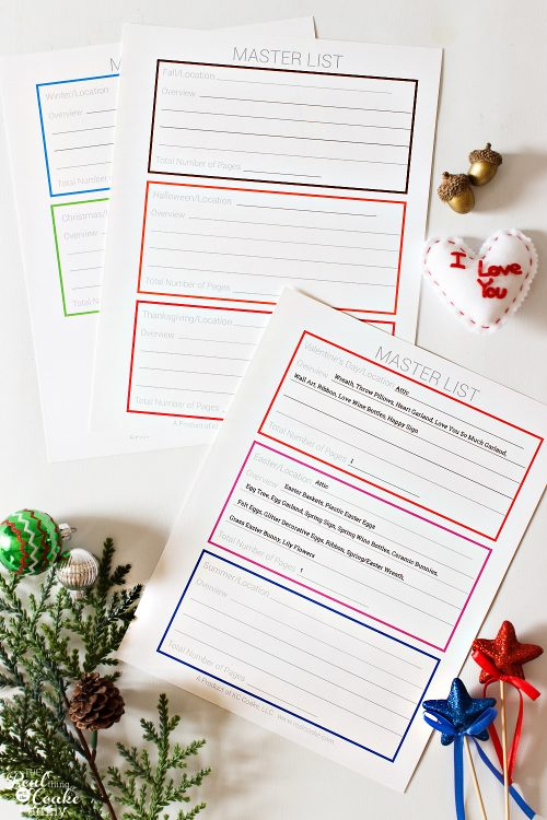 Love these holiday storage organization ideas! This DIY system with printables makes it so easy to organize all of the holiday decorations in my attic and garage.