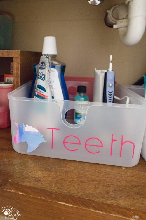 Great kids bathroom organization tips! These are easy ideas perfect for a small bathroom. Love the cute DIY storage ideas that my teen/tween will love!