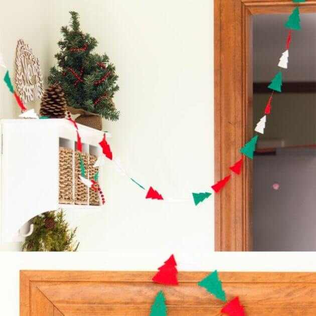 Fun Felt DIY Christmas Garland