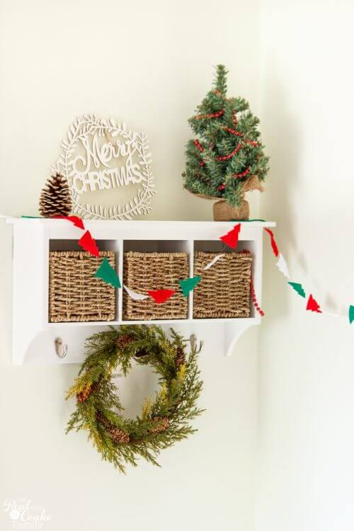 Make This Inexpensive Fun Felt Diy Christmas Garland