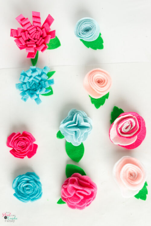Learn to make 5 easy varieties of felt flowers. Tutorial showing how to make felt flowers that can be cut by hand or with the Cricut.