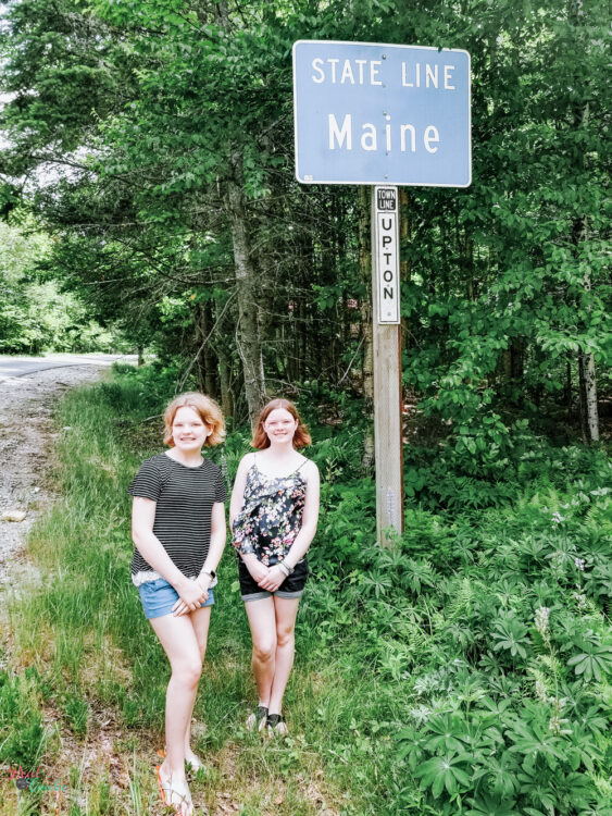 family road trip Maine state line picture