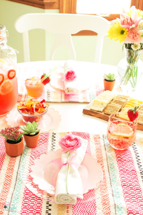 7 easy entertaining tips and ideas for busy moms. Learn how to to make things easy and quick for yourself when entertaining.