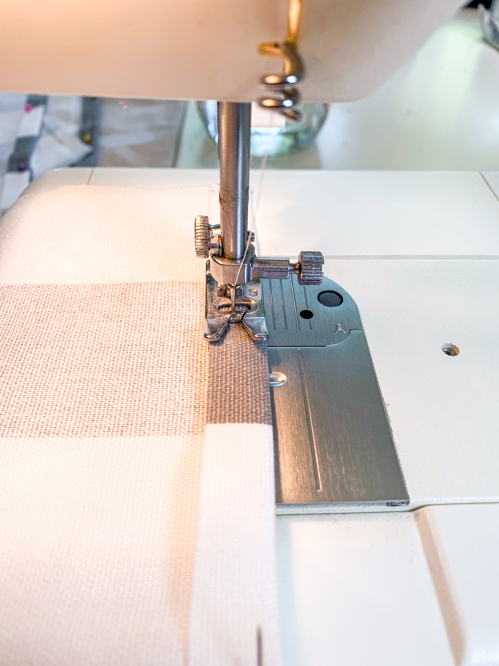 sewing machine sewing 1/2