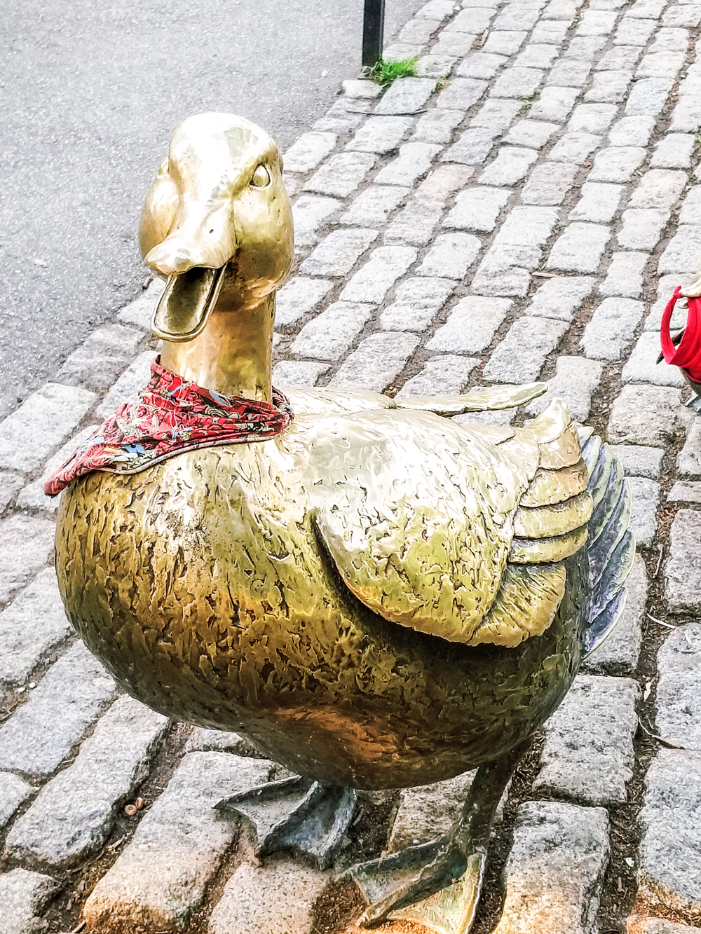 Mama duck in Make Way for Ducklings Statue